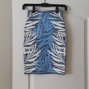 BCBG JACQUARD pull on skirt
